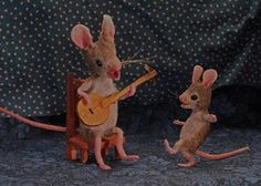 The banjo is made from half of a poppy pod Felt Mouse, Baby Mouse, Maus Illustration, Mighty Mouse, A Cinderella Story, Moise, New Children's Books, Book Wall, Artist
