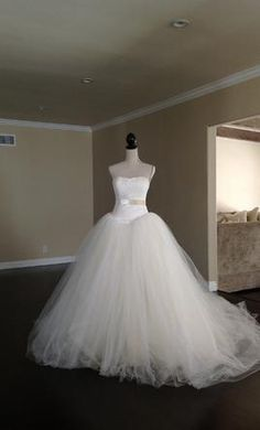 Vera Wang Size 2   Used Wedding Dresses   PreOwnedWeddingDresses.com.  3000 $