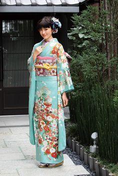 Kimono Furisode(着物 振袖)/ 2015年『雪月花』シリーズ S-02 Furisode Kimono, Kimono Dress, Beautiful Japanese Girl, Japanese Beauty, Japanese Outfits, Japanese Fashion, Traditional Japanese Kimono, Oriental Dress, Japanese Costume