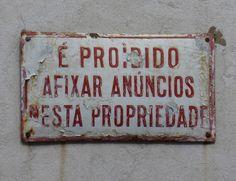 avís, placa esmaltada, Lisboa. foto Inés