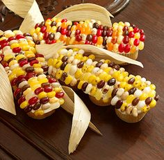Indian Corn Cupcakes another terribly sweet but cute thanksgiving treat. all those gourmet jelly beans could be expensive though Thanksgiving Cupcakes, Thanksgiving Recipes, Fall Recipes, Holiday Recipes, Thanksgiving Turkey, Thanksgiving Prayer, Thanksgiving Outfit, Cupcake Recipes, Cupcake Cakes
