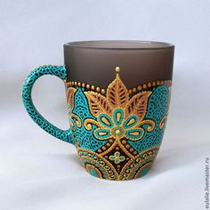 Beautiful mandala art on your daily coffee mug is a bright lovely ideaTransform Ur Mugs like this.Java Time Is surely Popular for Our Delightful Selfmade Pastry, weather conditions It's Our help.An awesome little project to add to my Boho Chic collectionT Pottery Painting, Dot Painting, Painted Mugs, Hand Painted, Diy And Crafts, Arts And Crafts, Cute Mugs, Mandala Art, Hostess Gifts