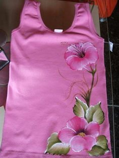 T shirts deco Fabric Painting On Clothes, Fabric Paint Shirt, Paint Shirts, Dress Painting, T Shirt Painting, Painted Clothes, Silk Painting, Fabric Art, Embroidery Suits Design