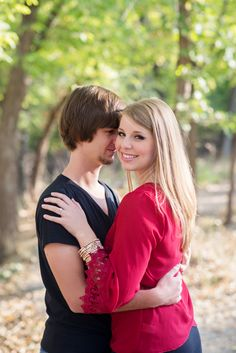 Engagements #robbyandsavannah #robbyandsavannahphotography www.robbyandsavannah.com  #fall #fallengagements #engagementpictures #fallengagementpictures #fallpictures #engagements
