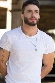 Short Full Beard Style For Men With Short Hair - Short beards are another style growing in popularity this year. One of many reason for this is the - Beard Styles For Men, Hair And Beard Styles, Short Hair Styles, Beautiful Men Faces, Gorgeous Men, Scruffy Men, Handsome Bearded Men, Bearded Tattooed Men, Beard Look