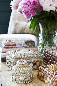 when i was a lil girl i use to get Pa Rocky's cigar boxes and glue shells on them and make jewellery boxes like these!