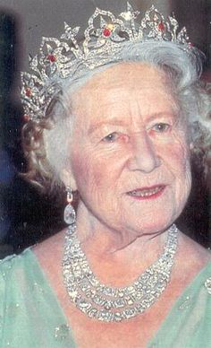 The Queen Mother wearing the Oriental Circlet Tiara. The tiara was made for… British Crown Jewels, Royal Crown Jewels, Royal Crowns, Royal Tiaras, Royal Jewelry, Tiaras And Crowns, Luxury Jewelry, George Vi, Reine Victoria