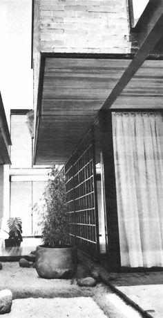 Detalle de los principales y laterales fachadas, Casa en Lomas de Tecamachalco, Fuente de Adán 2 esq. av. de las Fuentes, Lomas de Tecamachalco, Naucalpan de Juárez, Estado de México, México  1961 (remodelado, hoy destruido)  Arq. Joaquín Benet Giral -   Detail of the main and side facades, House in Lomas de Tecamachalco, Fuente de Adan 2 at av. de las Fuentes, Lomas de Tecamachalco, Naucalpan, Edo. Mexico, Mexico 1961 (remodeled, now destroyed)