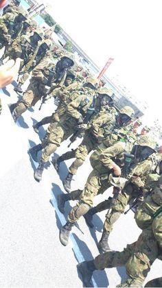 [レンジャー] レンジャー課程修了者に与えられる資格。 幹部レンジャー課程と幹部/陸曹空挺レンジャー課程、部隊レンジャーが存在。 訓練課程は過酷で脱落者も出る。…