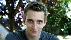 Christian Haschek La sencilla estrategia con la que encontré al joven que me estafó por internet. A Christian Haschek le sacaron US$500. Y, según cuenta en su blog -en un artículo que ya fue visitado más de 100.000 veces en tan sólo cinco días- logró recuperar su dinero. Lo hizo valiéndose de Facebook y una peculiar estrategia: se lo contó a su mamá.  http://www.bbc.com/mundo/noticias-37350527?post_id=10206356053198357_10210038963908823#_=_