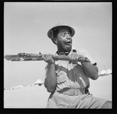 "uss-edsall: "" Sergeant Amohau, 28 (Maori) Battalion, photographed during training in Egypt in 1941 by an army photographer. Die Füchsin, Polynesian People, Erwin Rommel, Maori People, Man Of War, Ww2 Photos, Maori Art, Military Photos, The Empire Strikes Back"