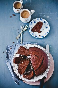 The taste of chocolaty Nutella with the sweet and soft banana gives a lovely crumb to this Banana Nuttel Cake. It's an easy one bowl 8 inch tea time cake! Just Desserts, Delicious Desserts, Yummy Food, Tasty, Sweet Recipes, Cake Recipes, Dessert Recipes, Banana And Nutella Cake, Let Them Eat Cake