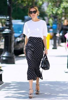 Dot street style fashion / fashion week week Polka Dot street style fashion / fashion week week What's Love Dot to Do With It Polka Dot Skirt Look Casual, Look Chic, Casual Chic, Fashion Mode, Work Fashion, Womens Fashion, Fashion Trends, Net Fashion, Style Fashion