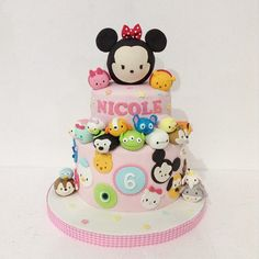 Your child has chosen his favorite Disney characters of the time, and you are looking for ideas for Tsum Tsum party? Tsum Tsum Birthday Cake, Tsum Tsum Party, Beautiful Cakes, Amazing Cakes, Mickey And Minnie Cake, Bolo Cake, Tsumtsum, Disney Cakes, Novelty Cakes
