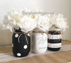 Mason jar decorations - Black and White Mason Jar Centerpieces Distressed Mason Jars Mason Jar Projects, Mason Jar Crafts, Bottle Crafts, Deco Boheme Chic, Distressed Mason Jars, Mason Jar Bathroom, White Bathroom, Bathroom Vintage, Bathroom Art
