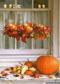Kroonluchter met pompoenen als waxinelichthouders - Cute Fall Chandelier #DIY #pompoenen #pumpkins