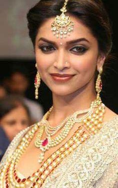 Deepika Padukone - bollywoodshaadis.com