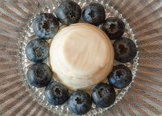 Panna Cotta – Ein Dessertklassiker, der inspiriert Gelatine, Dessert, Panna Cotta, Vanilla, Small Glass Jars, Food Portions, Food Recipes, Dessert Food, Dulce De Leche