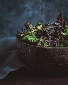 these kale chips are super easy to make at home and are ready within 30 minutes. They make the perfect healthy snack for your everyday busy life. Quick Recipes, Vegan Recipes, Cooking Recipes, Vegan Snacks, Healthy Snacks, Healthy Kale Chips, Latest Recipe, Busy Life, Vinegar