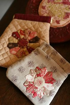 Dresden Pouches--made by Merumo of Pleasentree--pattern found @ http://www.studio-clip.co.jp/material/handmade/pdf/handmaid113a.pdf