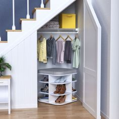 Get organized in just a few hours or a few days with our cleaning and storage tips that will make your entryway, kitchen and bedroom more efficient. Learn how on our blog. #HomeOrganization #CleaningTips #HowTo Kitchens And Bedrooms, Declutter Your Home, Getting Organized, Mudroom, Home Organization, Cleaning Hacks, Entryway, Stairs, How To Plan