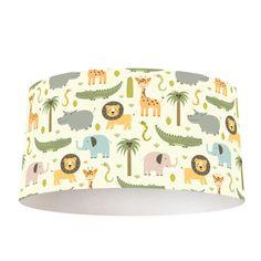 Verlichting in jouw baby- en/of kinderkamer maak je nu helemaal persoonlijk met een lampenkap Wilde dieren illustratie. Het frame is verkrijgbaar in verschillende formaten én in zowel hangende als staande lampen. De buitenrand van de lampenkap bestaat uit een mix van kunststof met daarop een textiellaag, voorzien van een unieke print. #lamp #lampenkap #leeuw #olifant #dieren #babykamer #meisje #jongen