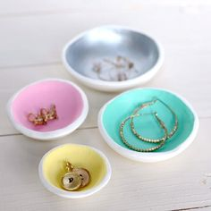 These DIY nesting bowls are perfect for jewelry. So easy to make out of air dry clay and so cute.