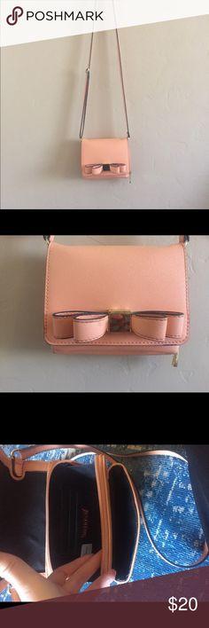 Pink bow crossbody purse 💛Sale! Merona purse, Great used condition Merona Bags Crossbody Bags