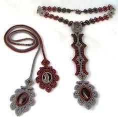 Tosca: Recondita armonia. Галстук + лариат.   biser.info - всё о бисере и бисерном творчестве Beaded Brooch, Beaded Jewelry, Crochet Necklace, Beaded Necklace, Right Angle Weave, Bead Weaving, Beaded Embroidery, Beading Patterns, Seed Beads