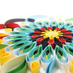"""""""Desperta teus sentidos para que não percas tudo de belo e formoso que te cerca. Apaga o cinza de tua vida e acende as cores que carregas dentro de ti"""". (Pablo Picasso) #lacodoinfinito #handcraft #pablopicasso #picasso #mandala #quadrosdecorativos #quadros #quilling #papel"""