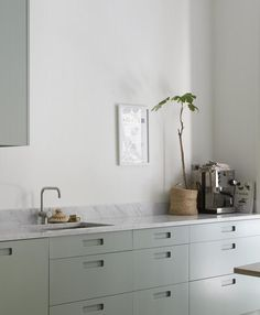 Mint green kitchen - via Coco Lapine Design blog