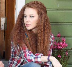 Kiralık Aşk Defne – Elçin Sangu Makyaj Stili Elcin Sangu, Crimped Hair, Carrot Top, Turkish Beauty, Jolie Photo, Beautiful Girl Image, Face Hair, Ginger Hair, Turkish Actors