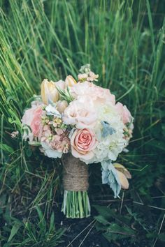 Pastel bridal bouquet. #weddingflorals #bouquet #weddingchicks Floral Design: The Flowerman ---> http://www.weddingchicks.com/2014/04/29/a-wedding-cake-dilemma/