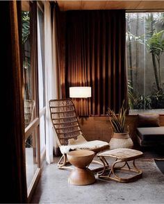 What Is Vintage Interior Design? Interior Styling, Interior Decorating, Casa Cook, Hotel Room Design, Vintage Interior Design, Japanese Interior, Tulum, Painted Doors, Living Room Interior