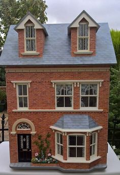 1:12th Sid Cooke Victorian dollhouse