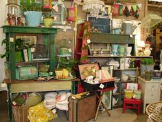 Vintage Show Off: The One Wall Booth, stack with interest and height
