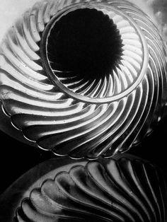 Cruche, 1928 by Alexander Rodchenko Photography Beach, A Level Photography, Abstract Photography, Street Photography, Photography Ideas, Alexander Rodchenko, Fotografia Social, Fotografia Macro, Roy Lichtenstein