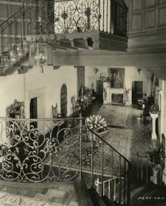 Historic Houses of California - Los Angeles County - Beverly Hills - Harold Lloyd Estate - 1928 Golden Age Of Hollywood, Hollywood Stars, Classic Hollywood, Old Hollywood, Harold Lloyd, Los Angeles Neighborhoods, Paradise City, Hollywood Homes, Entry Foyer