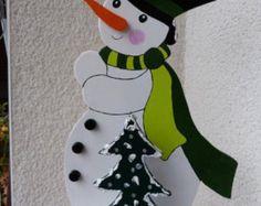 Christmas Elf with Present Wood Sign Yard Art von Cherables
