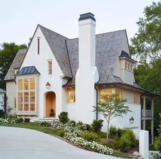 The Best White Paint Colors for Exteriors – Plank and Pillow - Home & DIY Best White Paint, White Paint Colors, Style At Home, Painted Brick Exteriors, Halls, Cute House, House Goals, Home Fashion, My Dream Home