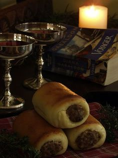 Absolutely love this website!!  This woman makes dishes described in and inspired by Diana Gabaldon's Outlander series. Pictured here: rolls with pigeon and truffles, as eaten in Voyager.