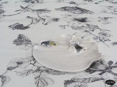 """Service de table """"Le printemps chez soi"""" - Assiette guêpe Illustrations, Aster, Creations, Plates, Plate, Spring, Licence Plates, Dishes, Griddles"""