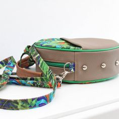 Okrągła torebka! Dżungla z brązem! - Sklep Online Artyferia Handmade, Accessories, Fashion, Moda, Hand Made, Fashion Styles, Craft, Fasion, Handarbeit
