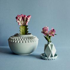 Dutch designer Lenneke Wispelwey founded her studio in 2008 in Arnhem. Her pastel coloured products with mathematic/geometric patterns. Ceramic Pottery, Ceramic Art, Flower Vases, Flower Art, Plant Lighting, Ceramic Light, London Design Festival, Bottle Vase, Decorative Accessories
