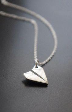 pingente avião de papel