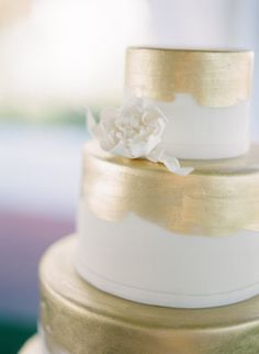 Gold Wedding Cakes - Lauren Kinsey has been sending us the most amazing Florida weddings; modern affairs that break away from the beach wedding mold. This particular Rosemary Beach shindig is the perfect example. White And Gold Wedding Cake, Metallic Wedding Cakes, Painted Wedding Cake, Metallic Cake, Metallic Gold, Gold Leaf, Wedding Gold, Cake Wedding, Elegant Wedding