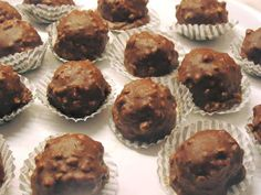 Ferrero rocher !!!! ~ ΜΑΓΕΙΡΙΚΗ ΚΑΙ ΣΥΝΤΑΓΕΣ 2 Ferrero Rocher, Death By Chocolate, Party Desserts, Yams, Greek Recipes, Creative Food, How To Make Cake, Truffles, Muffin