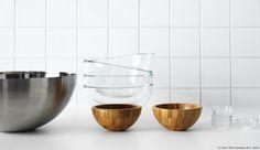 Jednostavnost, praktičnost i klasičan dizajn opisuje BLANDA zdjele, a zahvaljujući različitim materijalima i veličinama možeš ih kombinirati na više načina. :) www.IKEA.hr/BLANDA_zdjele