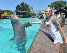 Danielle Bradbery - Danielle Bradbery Visits SeaWorld San Diego
