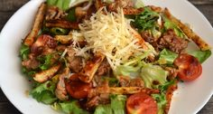 """""""Sajtburger"""" saláta recept: Szuperfinom, és laktató saláta ebédre, vagy vacsorára. Nem diétás, de egészséges! ;) Próbáld ki Te is ezt a receptet! Mozzarella, Cheddar, Cobb Salad, Cabbage, Grilling, Salads, Bbq, Goodies, Dishes"""